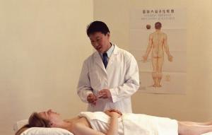Какой врач лечит растяжение связок плечевого сустава